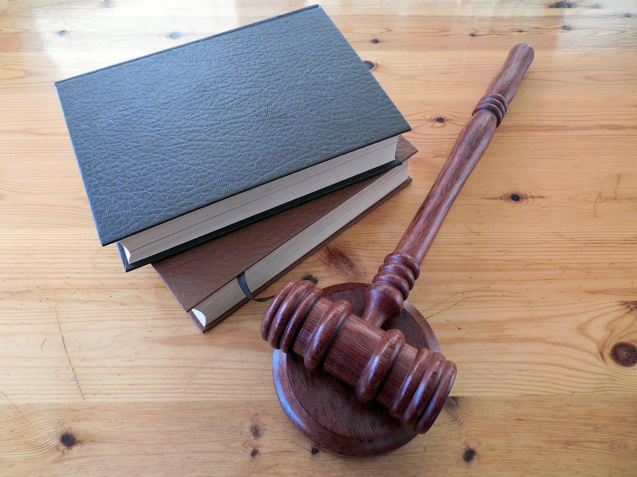 公務員試験に法学部や経済学部が有利と言われる理由