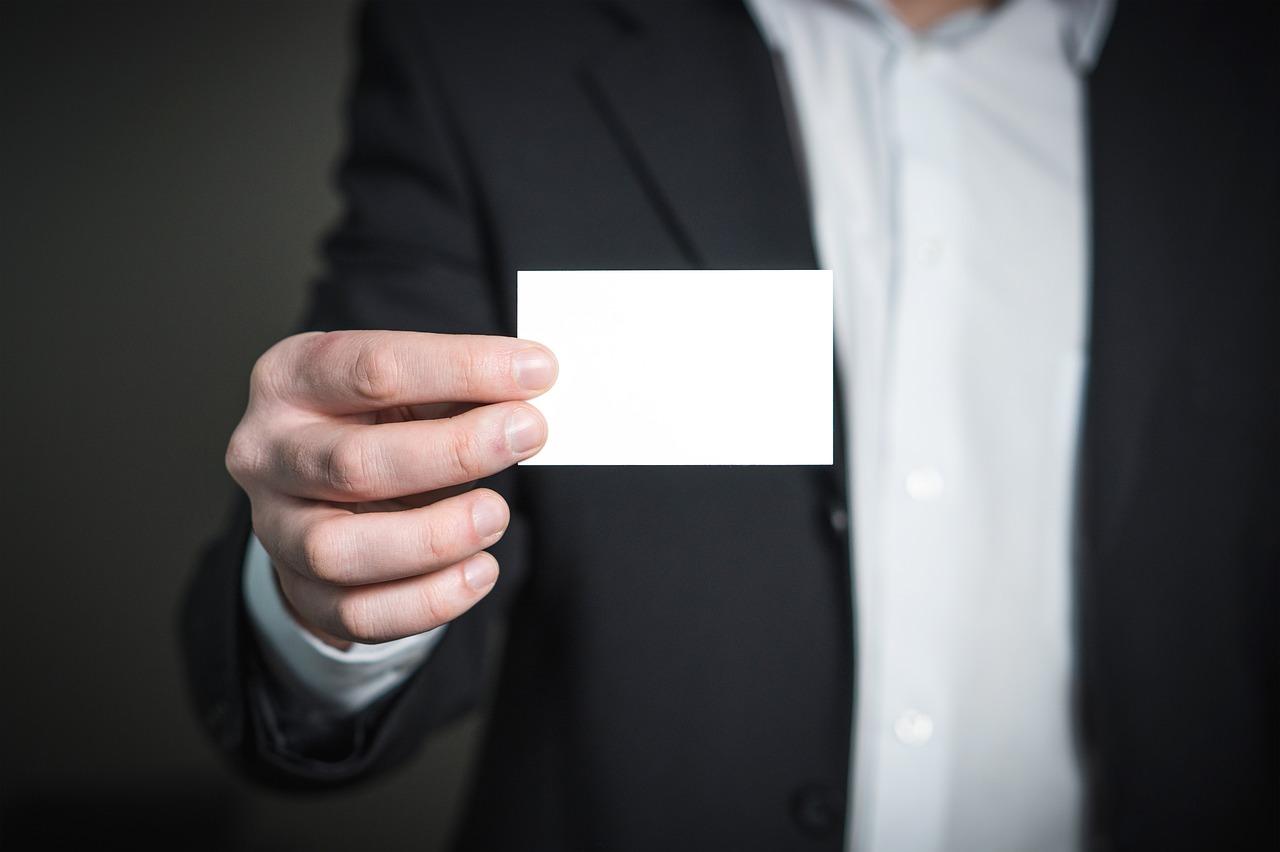 公務員が名刺を使う機会は多い?