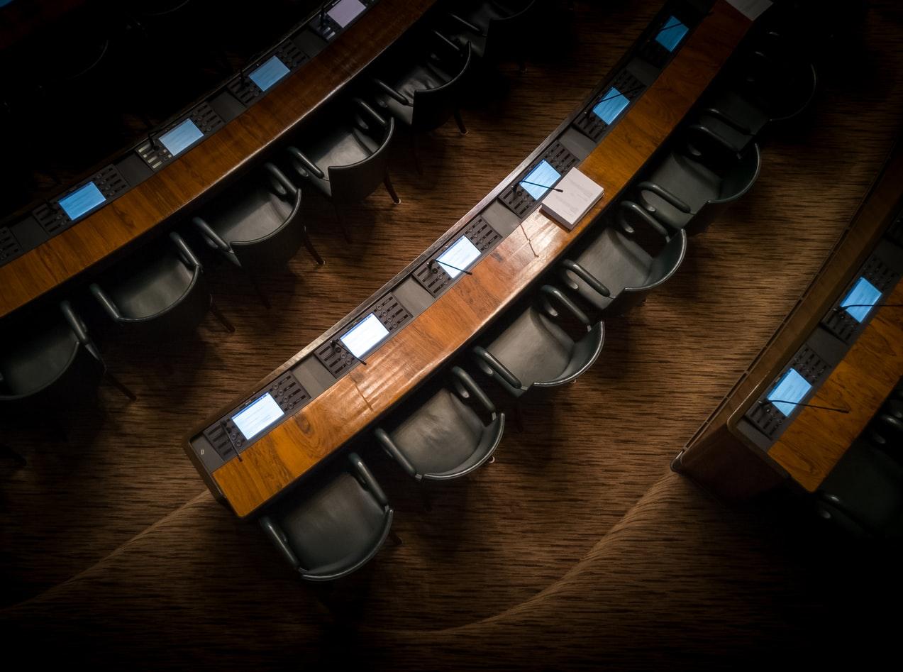 公務員と議会対応の関係→議会はただの茶番です