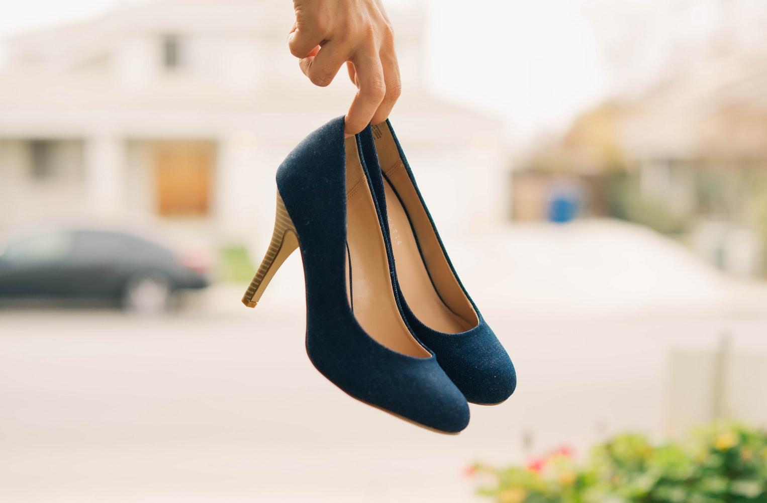 女性公務員の靴事情について